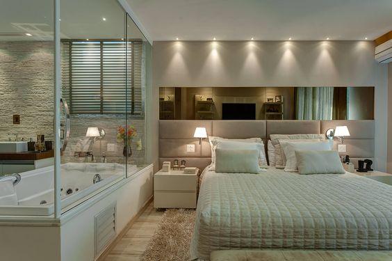 quarto-com-banheiro-integrado-e-parede -de-vidro