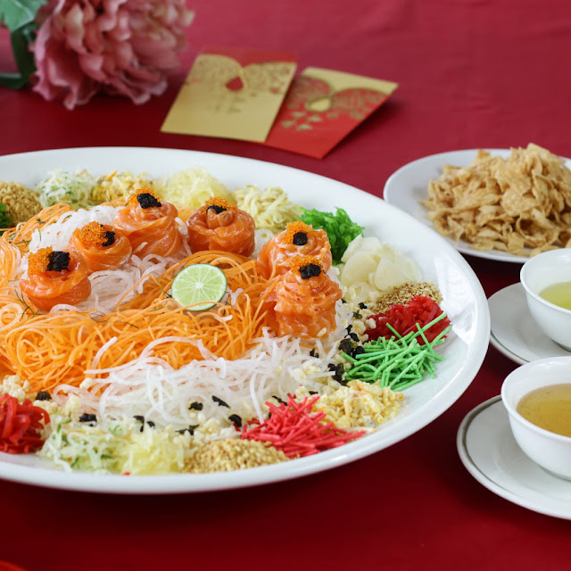 Norwegian Salmon Yee Sang with Fish Roe (L) at RM 188