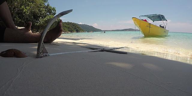 Pantai Tiga Ruang Pulau Perhentian Besar, Boat Anchored