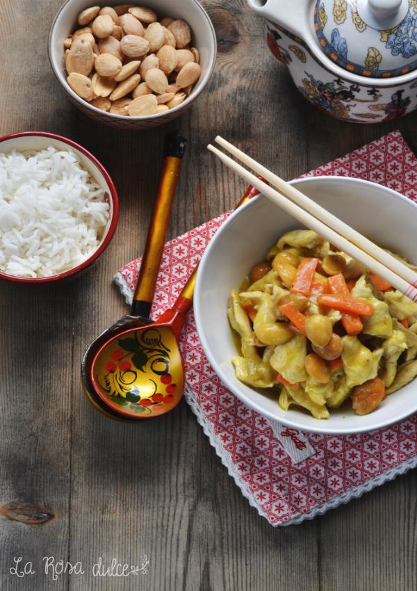 Pollo con almendras al curry