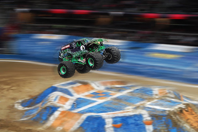 Monster Jam Triple Threat in CLE | More Grave Digger