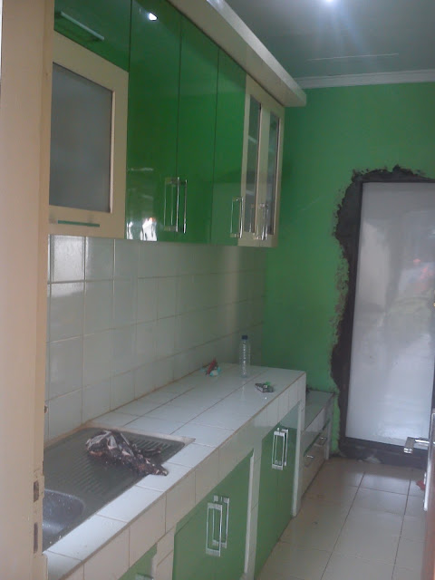 The green kitchen set