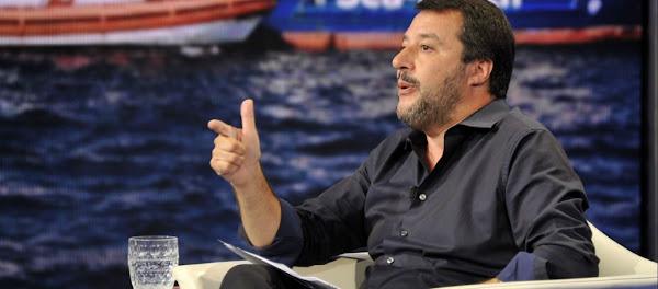 Oι Ιταλοί πέρασαν χειροπέδες στο πλήρωμα γερμανικού πλοίου - Μ.Σαλβίνι: «Είστε διακινητές ανθρώπων - Πηγαίντε φυλακή»