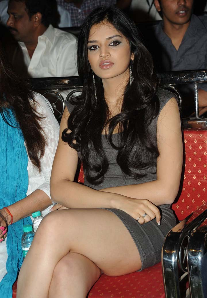 Deepika padukone exposing in red bikini khanki 4