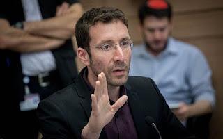 Shmuli briga com a ex-colega Stav Shaffir por abandonar o Partido