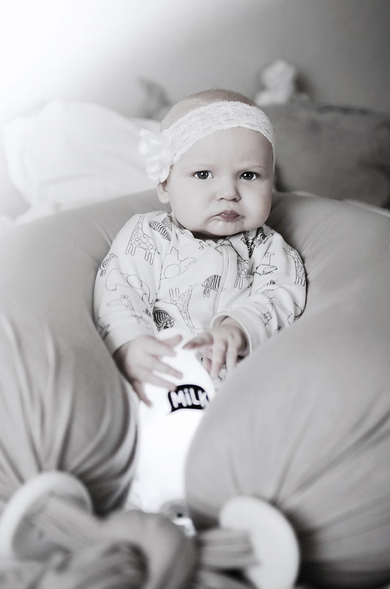 bbhugme, amningkudde, sittpuff, myspöl, babyfotografering