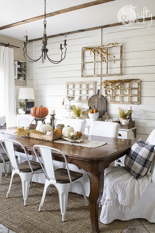 farmhouse fall dining room decor and decorating ideas. Traditional farmhouse dining room decor. Fall tablescape and placesettings. Fall buffet decor.