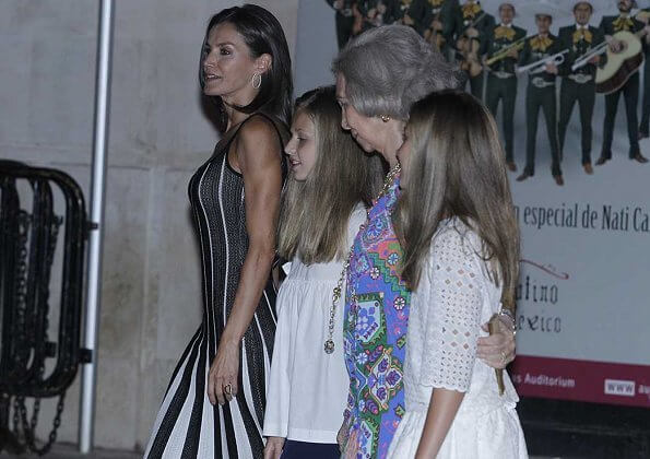 Queen Letizia wore a new pleated dress  by Carolina Herrera. Zara Knit black white pleated midi dress. Princess Leonor