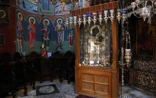 Αφαίρεσαν τάματα από την Παναγία την Πορταΐτισσα στο Άγιο Όρος