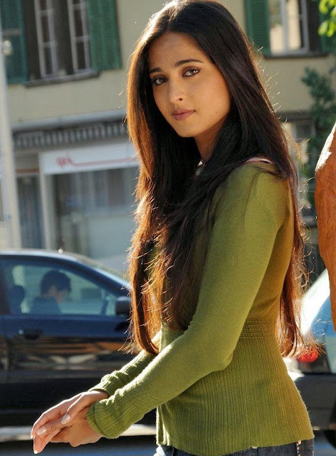 Anushka Shetty Long Blonde Hairstyle