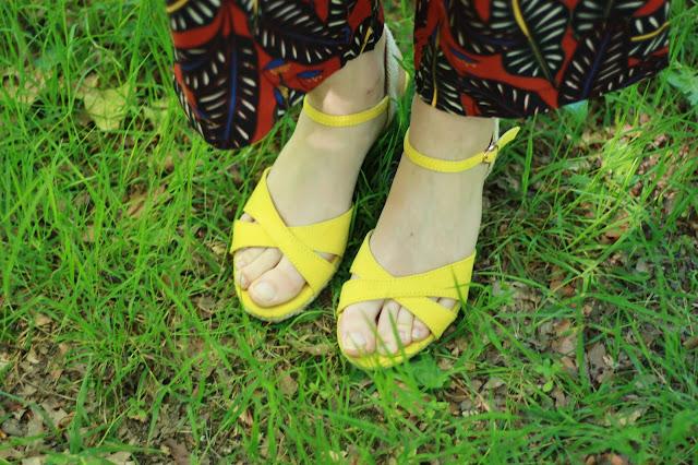 sandales-compensees-jaunes