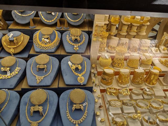 Изделия из золота на Gold Souk