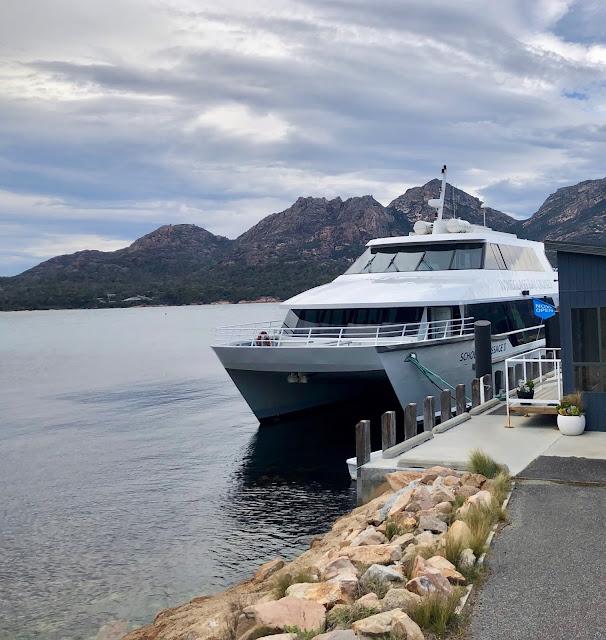 Wineglass Bay , Tasmania
