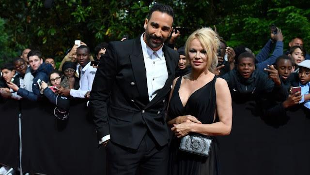 Pamela Anderson dévoile la lettre d'excuse d'Adil Rami sur Twitter