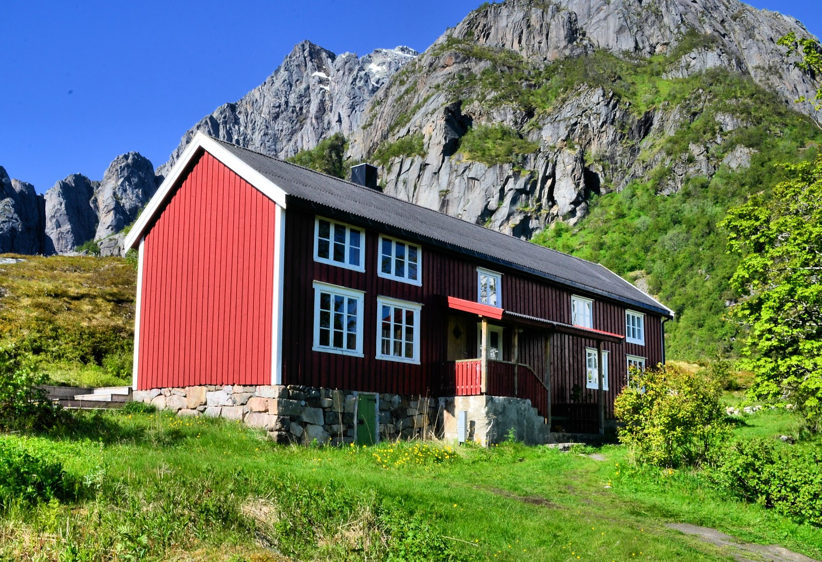 Our cabin at Kalle I Lofoten can accommodate up to 14 guests with five bedrooms, kitchen, living room, two bathrooms and a laundry room.