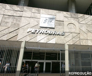 Juiz manda bloquear R$ 400 milhões de acusados de corrupção na Petrobras