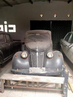 Mobil Kuno FIAT 1947 Klasik Banget Tersimpan Di Garasi Tua
