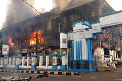 Jayapura Membara! Telkom, Hotel, SPBU, Ruko, Majelis Rakyat Papua Dibakar Massa