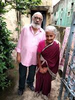 माड़भूषि रंगराज अयंगर जी हिंदी शिक्षिका श्रीमती पी सूर्यकांतम के साथ