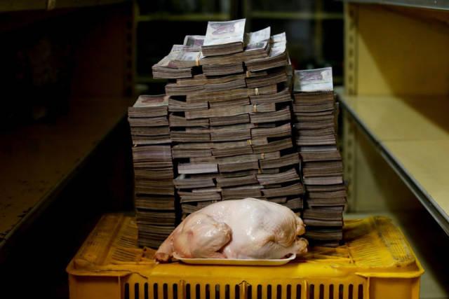 Com a crise econômica na Venezuela, foi apresentado qual volume de dinheiro em espécie é preciso para comprar alguns itens básicos de consumo