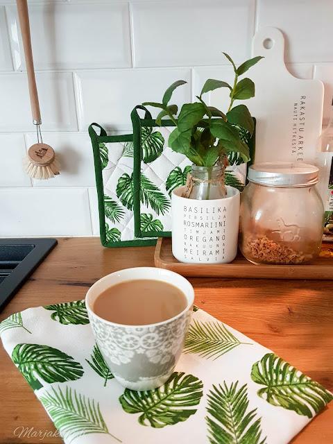 sisustus kahvi syksy kynttilä tunnelma olohuone kynttilänjalkja talja H&M  kahvi kahvikuppi keittiö