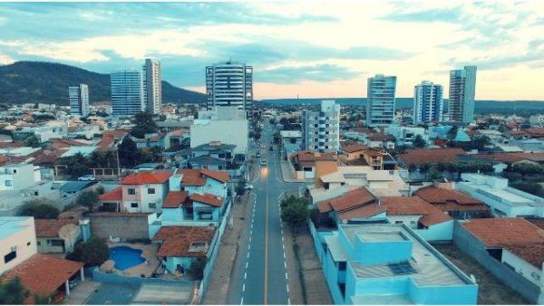 Barreiras: Ministério Público deu 48 horas para Zito Barbosa explicar reabertura do comércio
