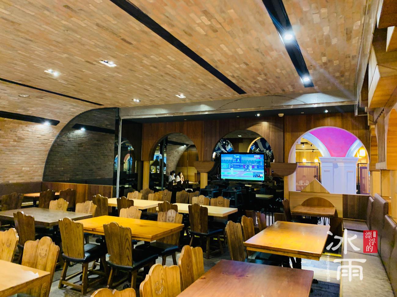 金色三麥板橋大遠百店內部空間裝潢風格