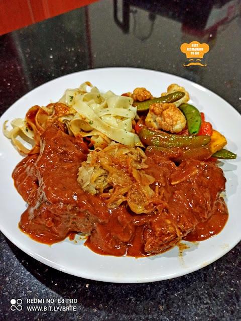 Werner's Deli Menu - Pork Paprika Goulash