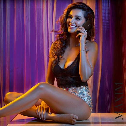 IPL host and singer Shibani Dandekar recently did a photoshoot