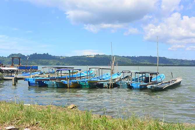 Deretan kapal di Dermaga Kecil Sleko