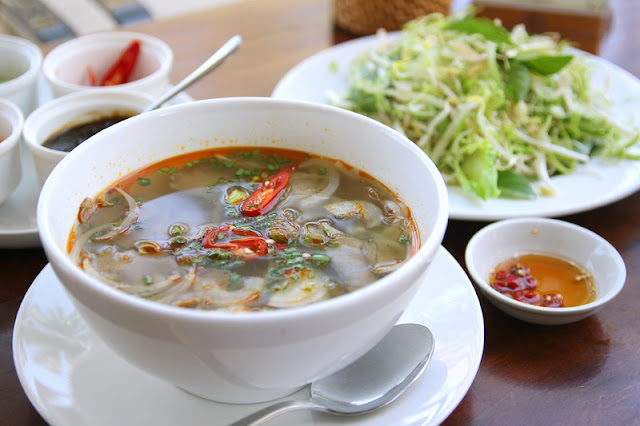 What to Eat in Hanoi Vietnam in The Breakfast? 1