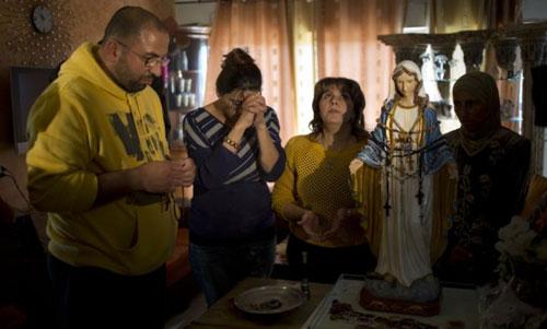 Patung Bunda Maria Menangis