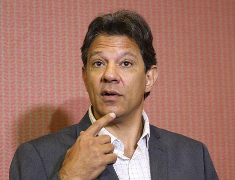 'Quem deu informação equivocada foi o compositor torturado', diz Haddad