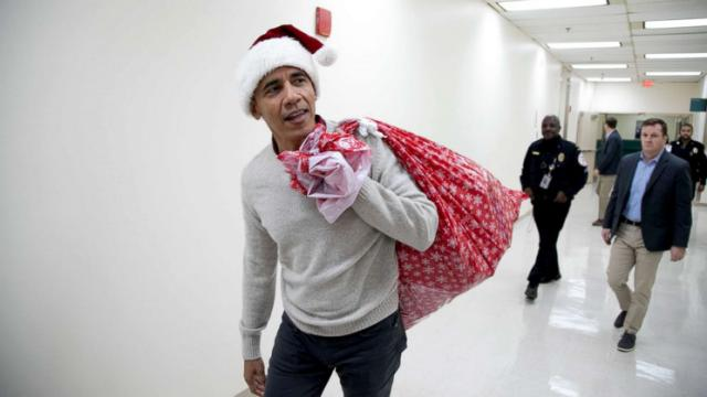 Former US President Obama Dressed as Santa to Surprise Hospital Patients With Xmas Gift