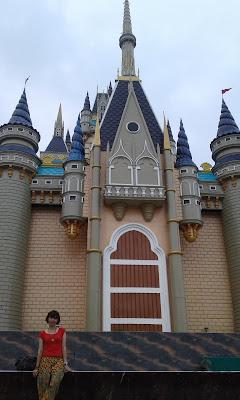 Kastil di Atlantis Land, Surabaya