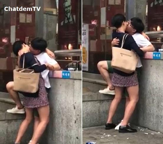 Clip đôi nam nữ vô tư ôm hôn và bóp vú nhau giữa ban ngày