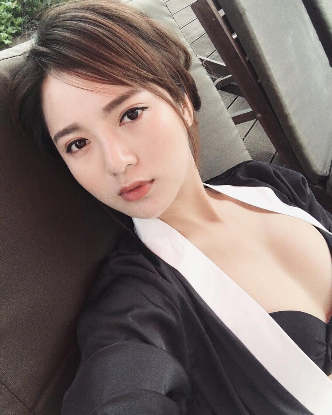 Nguyễn Tú Linh Hottest