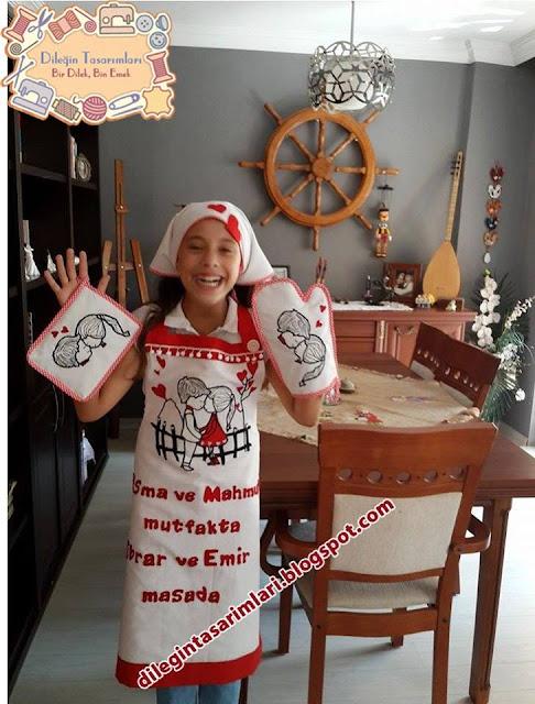 Bu takım buram buram aşk kokuyor :D (Trabzon) Esma hanımın,kahvaltı takımına ugun hazırladığım mutfak önlüğü seti.İsteği üzerine modelliği küçük kızım Tuğçem yaptı <3