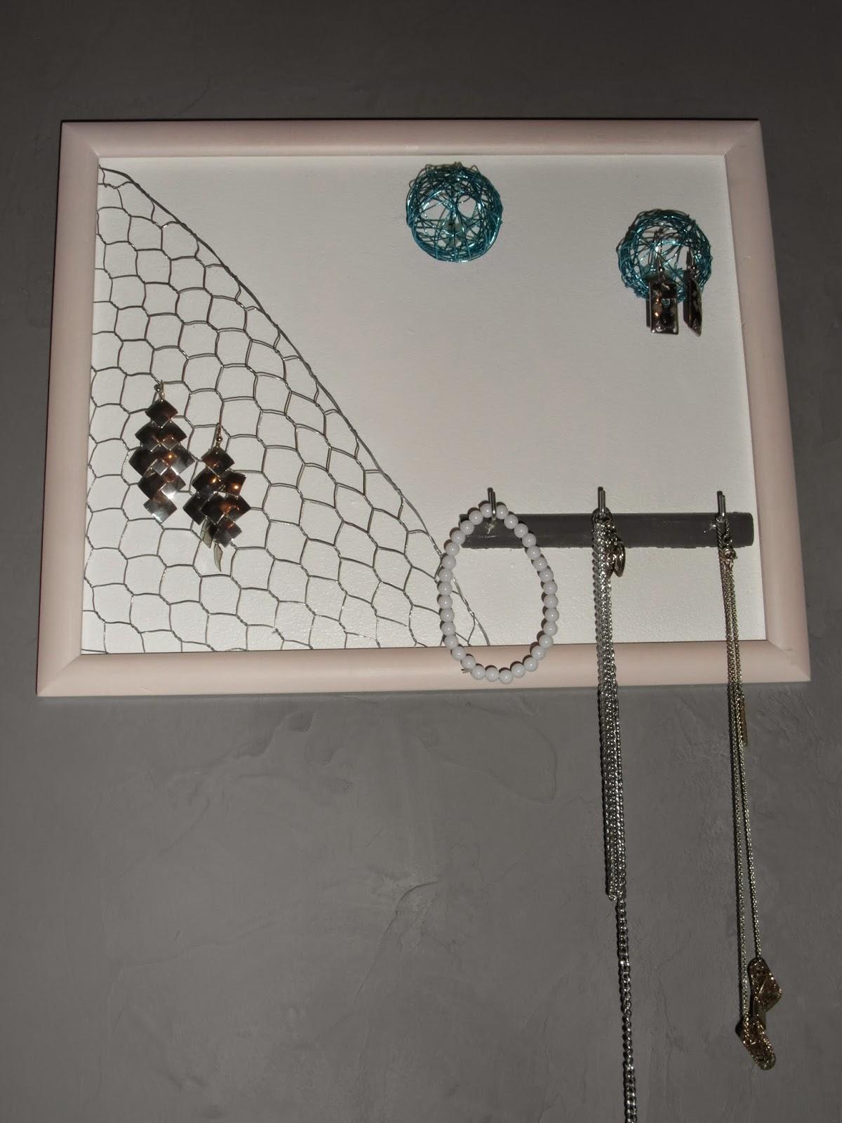 mimie cr ation cadre pr sentoir porte bijoux grillage poule. Black Bedroom Furniture Sets. Home Design Ideas