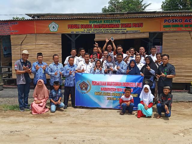 HUT ke 1 Fajar Sumatera TV Biro Way Kanan Bersama PWI Setempat Gelar Bhakti sosial