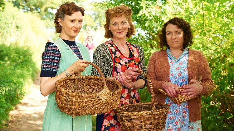 A Vintage Nerd, Must See TV, Period TV Show Recommendations, Home Fires, 1940s Women in WWII
