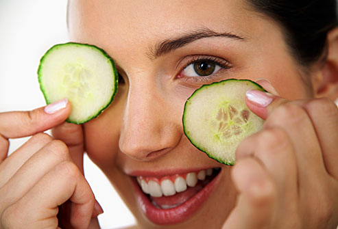 Cucumber under eyes dark circles rodajas de pepino anti ojeras