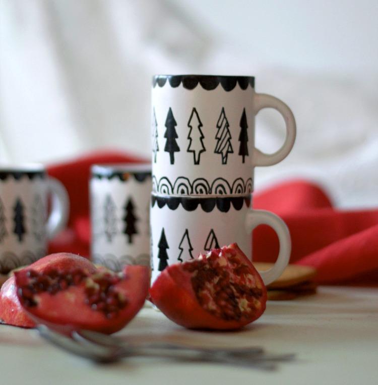 posliinitusseilla koristellut joulumukit