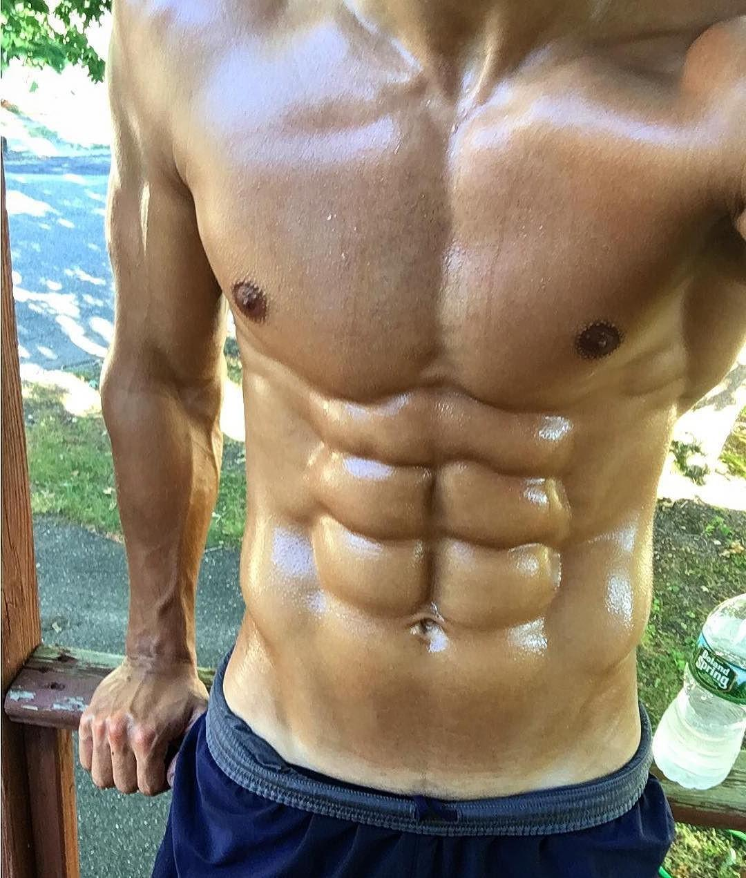 ripped-sweaty-sixpack-abs-hunk-bare-chest-fit-body-abdominal-muscles-selfie