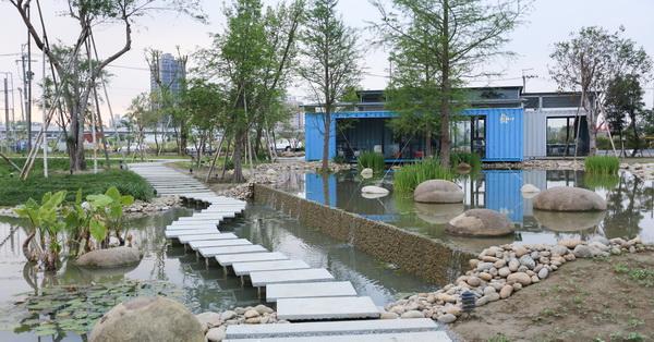 《台中.北屯》建築基地化身成拍照秘境,落羽松、生態池、小橋、流水、石板步道、竹子隧道