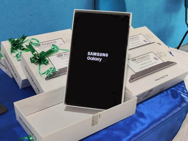 Prefeitura de Registro-SP investe em tecnologia na Educação e entrega novos tablets para professores