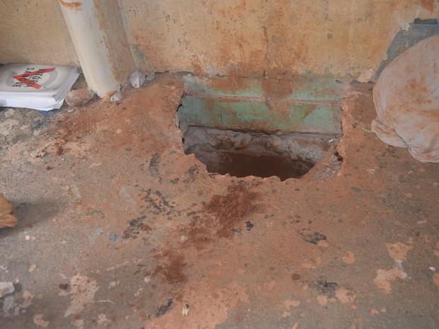 Agentes descobrem túnel de 3 metros em cela do presídio de Cacoal