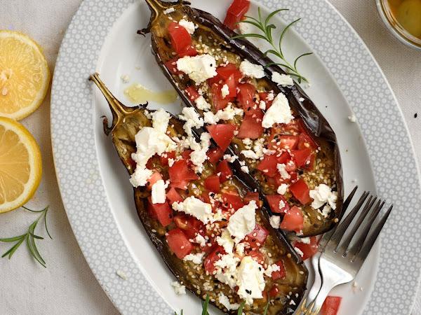 Печеные баклажаны с помидорами и фетой
