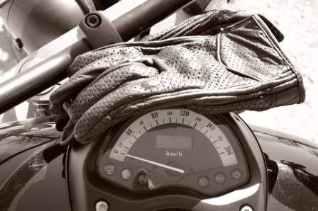 Sarung Tangan Motor Terbaik Tahan Panas dan Air