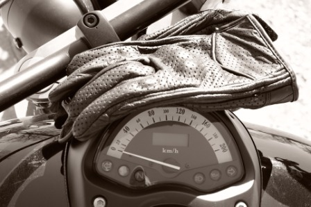Sarung Tangan Motor Terbaik Untuk Touring Oke Racing Monggo